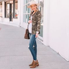 What to Wear When You Don't Know What to Wear - 10 Easy Outfit Formulas Using What's in Your Closet - Straight A Style Simple Outfits, Cute Outfits, How To Look Expensive, Elegant Cocktail Dress, Shirt Tucked In, You Look, Must Haves, Military Jacket, What To Wear
