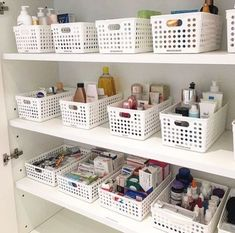 This is a beautiful example of simplicity & style. Matching your organizational baskets/containers/totes is a must! This is a beautiful example of simplicity & style. Matching your organizational baskets/containers/totes is a must! Bathroom Closet Organization, Home Organization Hacks, Closet Storage, Organizing Life, Closet Organisation, Basket Organization, Bathroom Storage, Closet Bedroom, Diy Home Decor