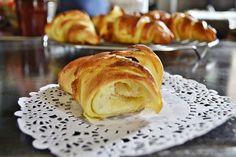 Un morceau de croissant pur beurre fait maison - Kaderick en Kuizinn©