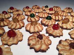 kransekagetoppe Danish Cake, Danish Food, Cake Recipes, Dessert Recipes, Danish Christmas, Scandinavian Christmas, Mini Wedding Cakes, Danishes, Bread Cake