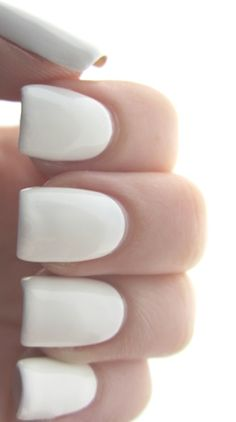 ·:*¨¨*:·White nail color. I love how clean and crisp the white nail looks. Acrylic Nail Art, Glitter Nail Art, Gel Nail Art, The Art Of Nails, Great Nails, White Manicure, White Nails, Cute Nail Polish, The White Album
