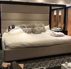 """Unveiling the MAREE EMPEREUR we installed for Dion Waiters of the Miami Heat. The long-awaited bedroom concept for those who dream """"big"""" has finally arrived! Large Beds, Big Beds, Huge Bed, Home Decor Bedroom, Master Bedroom, Celebrity Bedrooms, Architecture Design, Dreams Beds, California King Bedding"""