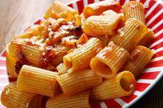 Listei os pratos e comidas típicas de Roma que você não pode deixar de experimentar, com dicas dos melhores restaurantes e onde comer na capital italiana.