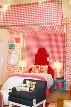 How much would a little girl LOVE this room?!