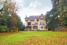 Villa for sale in Châtellerault, France ID 341346 Popular Holiday Destinations, Villa, France, Mansions, House Styles, Beautiful, Home Decor, Decoration Home, Room Decor