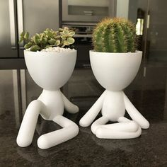 The Bob planter collection is perfect for that corner in your home that you`d like to give a little more life and transform it into a focal point. Cerámica Ideas, Pot Plante, Home Vegetable Garden, Creative Thinking, Flower Seeds, Biodegradable Products, Indoor Plants, Vases, Cactus