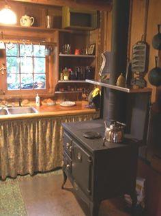 love this cute little cabin kitchen