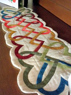 Woven Hearts Table Runner | Mama Bear Quilts: April 2010