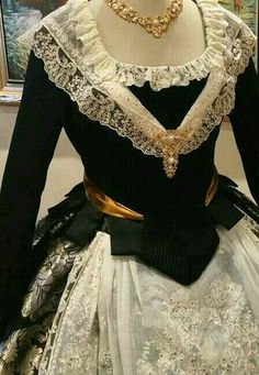 The bottom of this peplum jacket is quite intriguing. Vintage Dresses, Vintage Outfits, Vintage Fashion, Historical Costume, Historical Clothing, Rococo Fashion, Period Outfit, Folk Costume, Mode Vintage
