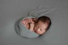 Toronto newborn baby and family photography by Sacha de Klerk photography Newborn Photographer, Family Photographer, Baby Wraps, Toronto, Photographs, Teen, Poses, Couples, Children
