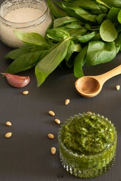 faire son pesto au basilic Cas, Sauce Pesto, Vegan Desserts, Food Videos, Entrees, Spinach, Meal Prep, Brunch, Yummy Food