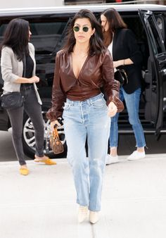 "Leave the house with confidence when you wear a ""going out"" top during the day with your mom jeans and animal print booties. Kourtney toted a Louis Kourtney Kardashian Instagram, Estilo Kardashian, Kardashian Style, Kardashian Jenner, Kardashian Fashion, Big Fashion, Star Fashion, Fashion Styles, Fashion Ideas"
