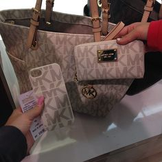 Adorable! This would be perfect for Christmas morning ((*Looooove* the bag;) lol)