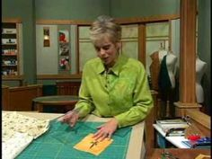 Learn how to quickly and easily cut perfectly square quilt blocks (watch later) Quilting Tips, Quilting Tutorials, Machine Quilting, Quilting Projects, Sewing Tutorials, Sewing Tips, Missouri Quilt, Sewing With Nancy, Square Quilt
