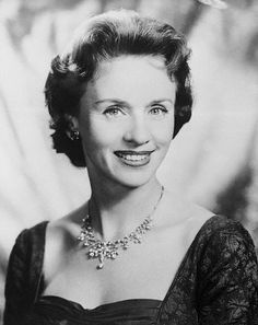 Jessica Tandy(June 1909 – September was a British stage and film actress. She appeared in over 100 stage productions and had more than 60 roles in film and TV. receive the Academy Award for Best Actress for her role in Driving Miss Daisy Hollywood Icons, Golden Age Of Hollywood, Vintage Hollywood, Hollywood Glamour, Hollywood Stars, Classic Hollywood, Hollywood Actresses, Jessica Tandy, Classic Movie Stars
