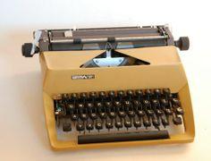 Predom maszyna do pisania Retro Recipes, Audio, Warsaw, Typewriter, My Childhood, Nostalgia, Mid Century, Memories, Fun