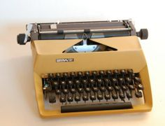 Predom maszyna do pisania Retro Recipes, Warsaw, Typewriter, Audio, My Childhood, Concept Art, Nostalgia, Mid Century, Memories