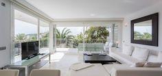 CORSE APARTMENT | Enjoy the elegant decoration and luxurious views of the bay of Ibiza from this spectacular 150 m2 3-bedroom apartment. #ibizaluxury #ilx #ibiza