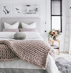 Cozy mood  {via @oh.eight.oh.nine} #cozy #bedroom #quarto #comfy