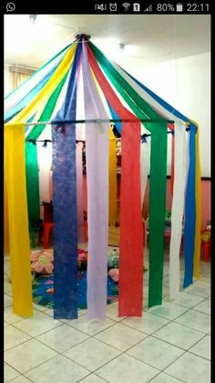 This circus corner can be the ideal place to snoezelen or to play fantasy . - Back to School Decoration Creche, Diy And Crafts, Crafts For Kids, Carnival Themes, Carnival Prizes, Diy Carnival, Carnival Mask, Circus Birthday, Classroom Decor