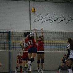 """""""Sono sempre i sogni a dare forma al mondo"""" #flyhigh #volley #volleyballplayer #oppostiignoranti #tutiranontipreoccupare #ilmiosportèdifferente #bigdream #puntalasticellasemprepiuinalto #alzailsinistro #17 #sonosempreisogniadareformaalmondo #milan #milangirl #passosempre #oquasi #parallelaodiagonalechesia"""