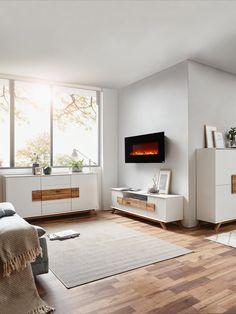 Die skandinavischen Einrichtungselemente machen aus euerem Wohnzimmer einen absoluten happy place. Weiß kombiniert mit hellem Holz gehört zum Scandi-Look einfach dazu! Noch ein paar Dekokissen und Kuscheldecken und der Raum hat die skandinavische Wohlfühlatmosphäre. Scandi Home, Contemporary, Rugs, Home Decor, Types Of Wood, Couple, Set Of Drawers, Living Room, Simple
