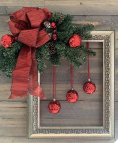 Picture Frame Wreath, Christmas Picture Frames, Picture Frame Crafts, Christmas Pictures, Decorating With Picture Frames, Window Frame Crafts, Picture Frame Ornaments, Wooden Picture Frames, Cheap Christmas Gifts