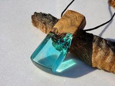 collar de resina madera y resina resina y madera por FociFusta