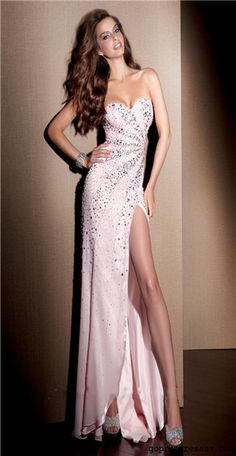 Loved pulling off this slit at prom time;-) so pretty! Mom ur the best!! Xoxoxooo