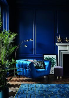 -Update your interior for autumn 2018 with our luxurious Midnight Tropics trend. … Update your interior for autumn 2018 with our luxurious Midnight Tropics trend. Bold blue velvets meet sleek gold metallics for an opulent vibe. Art Deco Living Room, Blue Living Room Decor, Living Room Chairs, Living Room Interior, Home Interior Design, Art Deco Room, Dining Chairs, Art Deco Decor, Chiavari Chairs