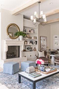 - Rach Parcell - Living Room Reveal… – Rach Parcell Informations About Family Room Reveal… – Rach Parcell Pin - Traditional Home Magazine, Traditional Interior, Traditional House, Traditional Design, Living Room Sets, Home Living Room, Bedroom Sets, Le Living, Modern Living