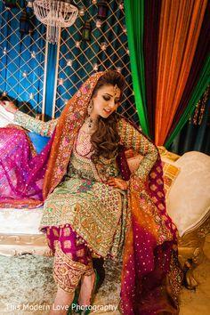 Trendy Mehndi Looks for Girls - Style. Pakistani Mehndi Dress, Bridal Mehndi Dresses, Pakistani Wedding Dresses, Pakistani Dress Design, Pakistani Outfits, Bridal Outfits, Pakistani Clothing, Wedding Hijab, Shadi Dresses