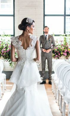 Pearls and Lace Themed Wedding Style//