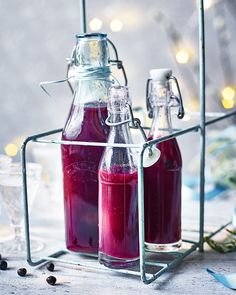 Pour this raspberry, gin and tonic syrup into glass bottles and give as a gorgeous gift. Or, make for yourself and drizzle over pancakes or ice cream. Cocktails, Cocktail Drinks, Alcoholic Drinks, Cocktail Recipes, Beverages, Best Tonic Water, Gin And Tonic, Raspberry Lemonade, Strawberry Smoothie