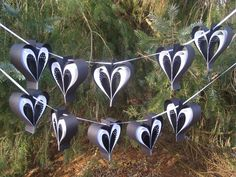 Masquerade Party Decorations, Wedding Decorations, White Garland, Black White Parties, Fiesta Colors, Black And White Heart, Wood Guest Book, Panda Party, Valentine Wreath