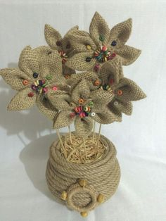 Best 12 Flores Tela – Page 2427722361496 - Diy Crafts - Marecipe Jute Flowers, Fabric Flowers, Paper Flowers, Burlap Crafts, Diy Crafts, Rope Art, Diy Garland, Festival Decorations, Fabric Jewelry