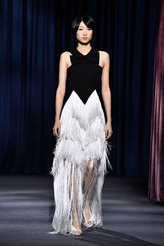 f0787c95ed69 Givenchy ha presentato la collezione Autunno Inverno 2018-19 firmata da  Claire Waight Keller