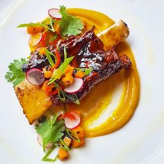 "1,976 Me gusta, 21 comentarios - Oli Harding food page. (@oli_harding) en Instagram: ""Sticky Korean style beef rib, carrot, miso, coriander and green onion......good idea…"""