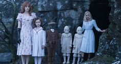 Miss Peregrine et les Enfants Particuliers by Tim Burton Ray Liotta, Peculiar Children Movie, Peregrine's Home For Peculiars, Trailer Oficial, Miss Peregrines Home For Peculiar, Black Comics, Movie Shots, Kids Poster, Fan Art