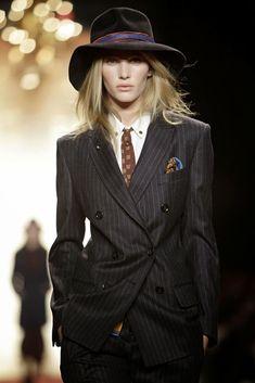 Cravatta da donna con O-blio - Travel and Fashion Tips by Anna P.