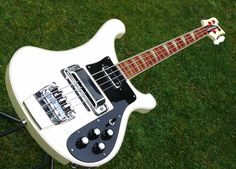 Rickenbacker 4001 Checkerboard Binding 1982 White Bass. I *SO*regret ever selling this axe. =(