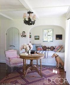 I actually don't mind this cosy little nook in Reese Witherspoon's home.