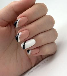 20 Elegant Autumn Nail Designs Have To Try Nude White Black Stripe Square Nail. 20 Elegant Autumn Nail Designs Have To Try Nude White Black Stripe Square Nails Inspo Frensh Nails, Nails Now, French Manicure Nails, French Tip Nails, Acrylic Nails, Cute Nails, Nails French Design, Black French Nails, Nail Black