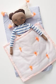 Enhance Child Development With Toys. Parents who are trying to find toys that will improve children advancement need look no more. You have numerous options for toys, they have flooded the mar Handmade Toys, Handmade Wooden, Dibujos Toy Story, Doll Beds, Sewing Toys, Soft Dolls, Paper Toys, Diy Doll, Fabric Dolls