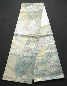 This is an elegant fukuro obi with rose on fence pattern, which is woven.