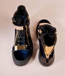 Resultado de imagen para gold and black fashion