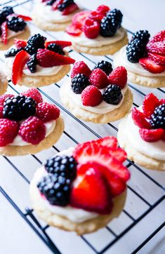 A fun dessert for of July with a classic sugar cookie base, a scrumptious cream cheese frosting, and your choice of red and blue fruit! Dessert Party, Party Desserts, Sugar Cookies Recipe, Cookie Recipes, Mini Fruit Pizzas, Graduation Desserts, Healthy Dessert Recipes, Holiday Recipes, Sweet Treats