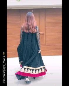 Cute Girl Pic, Cute Girl Poses, Cute Girls, Beautiful Pakistani Dresses, Pakistani Dresses Casual, Stylish Dresses For Girls, Frocks For Girls, Love Couple Photo, Pakistani Fashion Party Wear