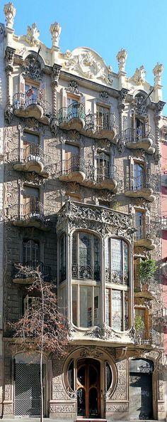 Casa Cairó is a building in the district of La Antigua Izquierda del Eixample in Barcelona. It was designed by the architect Domènec Boada i Piera in 1906 with a modern Baroque facade. Architecture Antique, Art Nouveau Architecture, Beautiful Architecture, Art And Architecture, Architecture Details, Interesting Buildings, Amazing Buildings, Hotel W, Antonio Gaudi