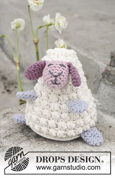 Easter Lamb / DROPS Extra 0-1376 - Pecora lavorata all'uncinetto per Pasqua in DROPS Paris.